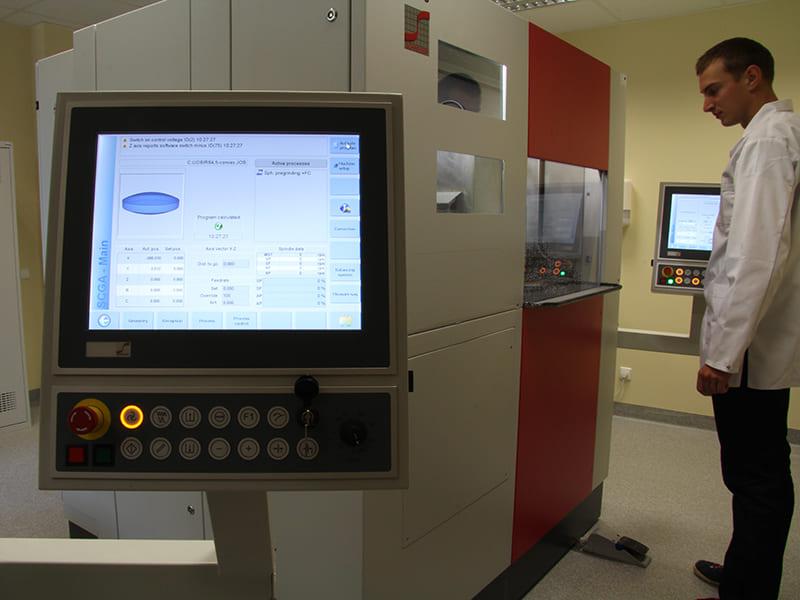 Spherical lens manufacturing @ EKSMA Optics